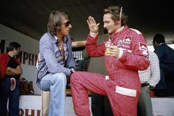El cantante Udo Jurgens con Niki Lauda, Ferrari