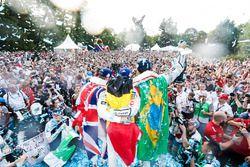 Ganador Lucas di Grassi, Audi Sport ABT Schaeffler, y el segundo lugar Sam Bird, DS Virgin Racing