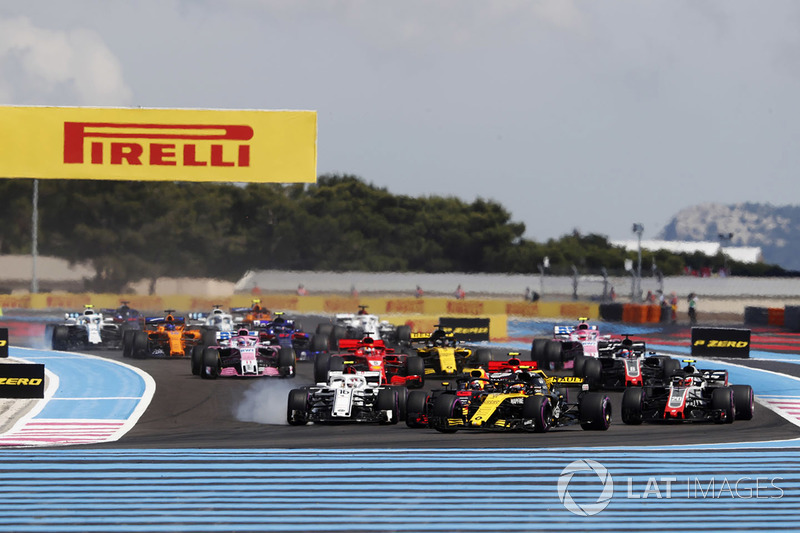 Carlos Sainz Jr., Renault Sport F1 Team R.S. 18 leads Charles Leclerc, Sauber C37 and Kevin Magnussen, Haas F1 Team VF-18