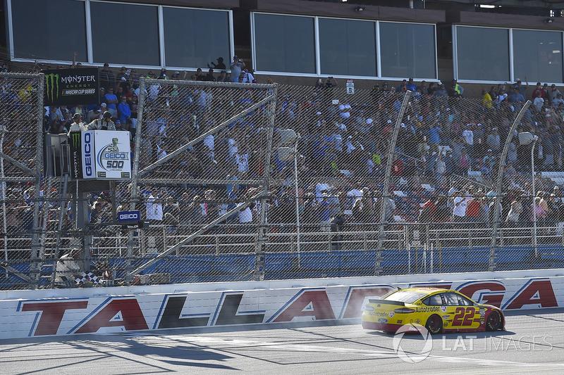 Pemenang balapan, Joey Logano, Team Penske, Ford Fusion Shell Pennzoil