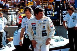 Alan Jones, Williams, con dietro Frank Dernie