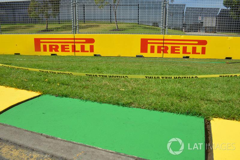 Pirelli logo ve kerb