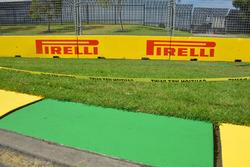 Des panneaux Pirelli et un vibreur