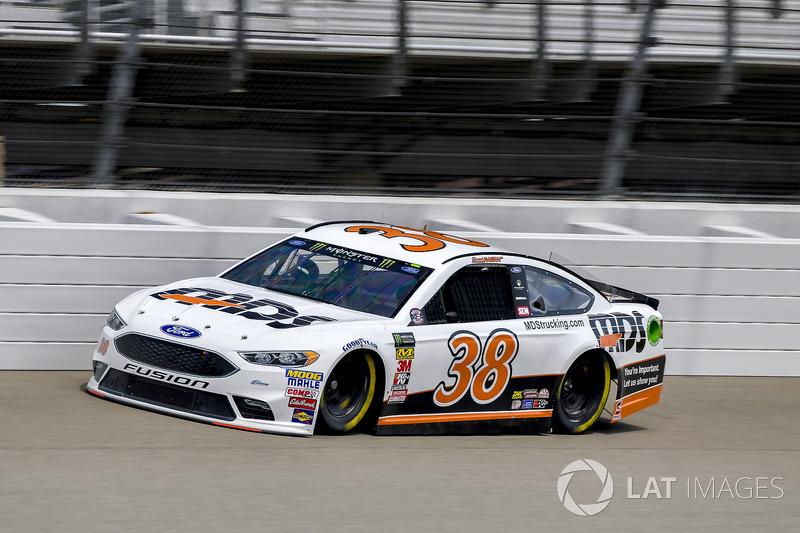 27. David Ragan, Front Row Motorsports, Ford Fusion MDS Transport