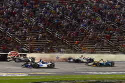 Will Power, Team Penske Chevrolet, Zachary Claman De Melo, Dale Coyne Racing Honda crash