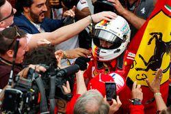 Sebastian Vettel, Ferrari, celebra su victoria