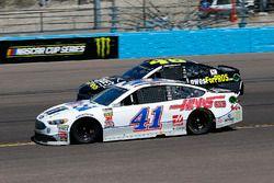 Kurt Busch, Stewart-Haas Racing, Ford Fusion Mobil 1/Haas Automation and Jimmie Johnson, Hendrick Mo