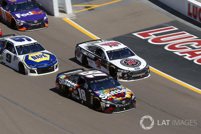 Kyle Busch, Joe Gibbs Racing, Toyota Camry Skittles Sweet Heat and Kevin Harvick, Stewart-Haas Racing, Ford Fusion Jimmy John's