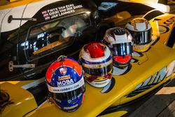 Шлемы гонщиков Racing Team Nederland Фрица ван Эрда, Гидо ван дер Гарде, Яна Ламмерса и Ника де Врис