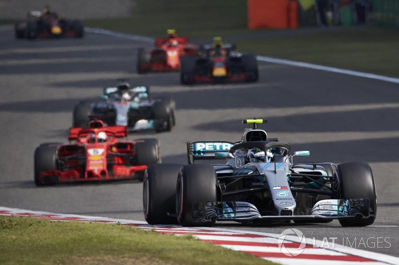 Valtteri Bottas, Mercedes AMG F1 W09, Sebastian Vettel, Ferrari SF71H, and Lewis Hamilton, Mercedes AMG F1 W09