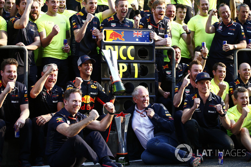 Race winner Daniel Ricciardo, Red Bull Racing, Jonathan Wheatley, Team Manager, Red Bull Racing, Chr