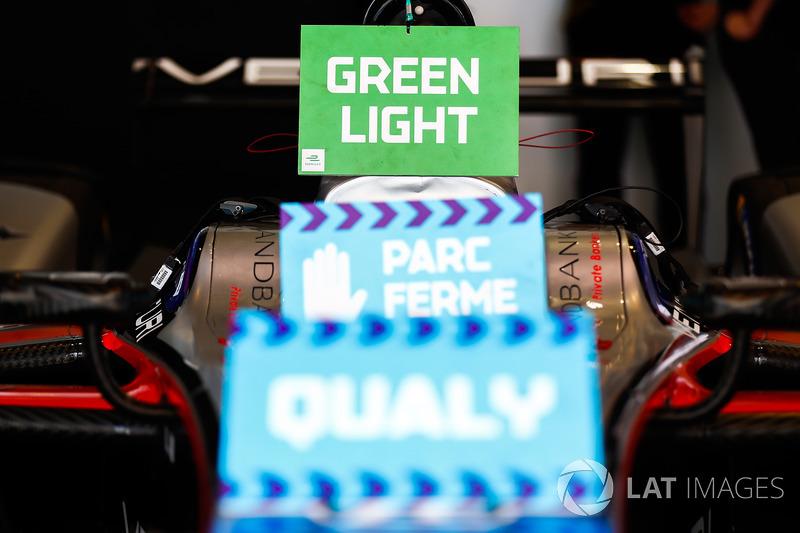 Green light sign