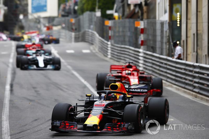 Daniel Ricciardo, Red Bull Racing RB14, Sebastian Vettel, Ferrari SF71H, Lewis Hamilton, Mercedes AMG F1 W09 y Sebastian Vettel, Ferrari SF71H