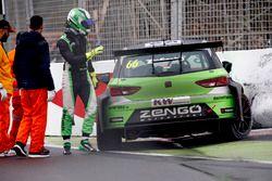 Zsolt Szabó, Zengo Motorsport Cupra TCR después del choque