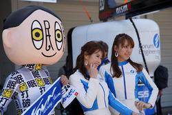 Grid girls and a mascot
