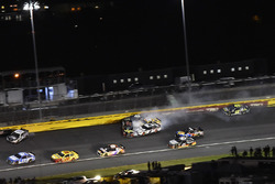 Crash: Martin Truex Jr., Furniture Row Racing, Toyota Camry 5-hour ENERGY/Bass Pro Shops, Brad Keselowski, Team Penske, Ford Fusion Discount Tire