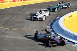 Том Дильман, Venturi Formula E Team, Хосе Мария Лопес, Dragon Racing, и Нельсон Пике-мл., Jaguar Racing