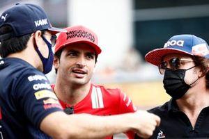 Sergio Perez, Red Bull Racing, Carlos Sainz Jr., Ferrari, e Fernando Alonso, Alpine F1