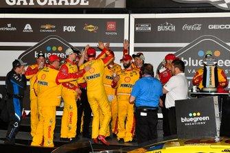 Joey Logano, Team Penske, Ford Mustang Shell Pennzoil wins