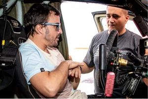 Fernando Alonso, Warren Naude, chief mechanic Toyota Gazoo Racing