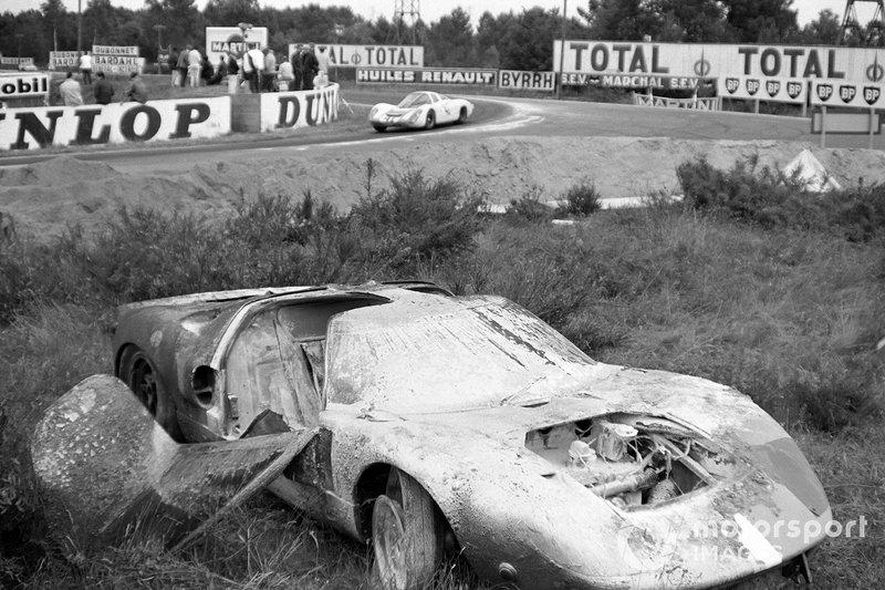1967 год. Автомобиль Майк Сэлмона и Брайана Редмана после пожара