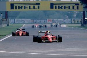 Alain Prost, Ferrari 641/2, leads Nigel Mansell, Ferrari 641/2