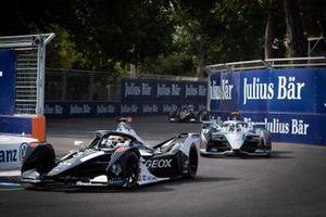 Брендон Хартли, Dragon Racing, Penske EV-4, и Ник де Врис, Mercedes-Benz EQ Formula E Team, Mercedes-Benz EQ Silver Arrow 01