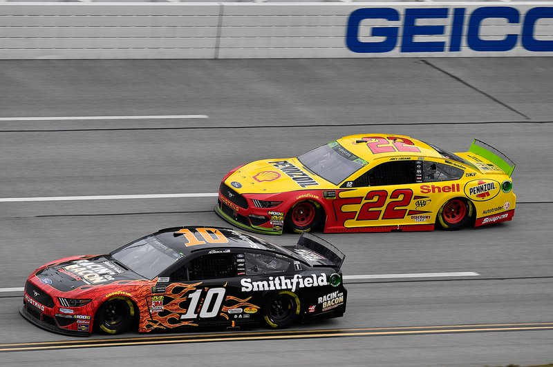 Aric Almirola, Stewart-Haas Racing, Ford Mustang Smithfield Racin' for Bacon and Joey Logano, Team Penske, Ford Mustang Shell Pennzoil