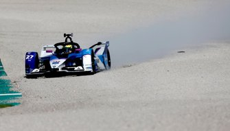 Alexander Sims, BMW I Andretti Motorsports, BMW iFE.20 gets onto the gravel