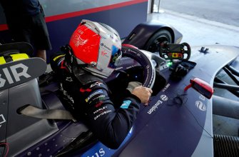 Sam Bird, Envision Virgin Racing climbs into his Audi e-tron FE06 in the garage