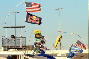 Flaggen: USA, Red Bull