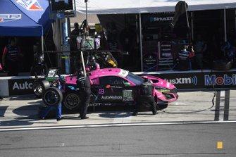 #86 Meyer Shank Racing w/Curb-Agajanian Acura NSX GT3, GTD: Mario Farnbacher, Matt McMurry, Shinya Michimi, Jules Gounon - pit stop