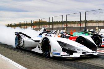 Edoardo Mortara, Venturi, EQ Silver Arrow 01, burn out in the pit lane next to Lucas Di Grassi, Audi Sport ABT Schaeffler, Audi e-tron FE06