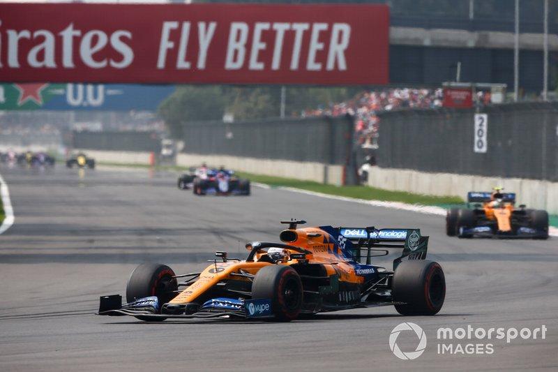 Carlos Sainz Jr., McLaren MCL34, in testa
