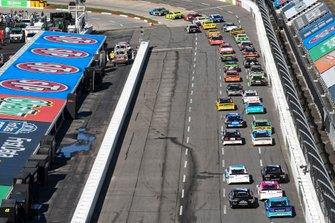 Martin Truex Jr., Joe Gibbs Racing, Toyota Camry Auto Owners Insurance, Ryan Blaney, Team Penske, Ford Mustang Menards/Richmond