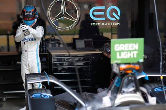 Nyck De Vries, Mercedes Benz EQ nel garage