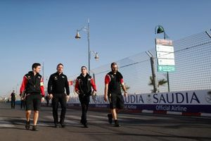 Sébastien Buemi, Nissan eDams on his track walk with team members