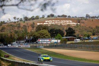 Шейн ван Гисберген, Джейми Уинкап и Максимилиан Гетц, Mercedes-AMG Team Triple Eight Race Engineering, Mercedes AMG GT3 (№888)