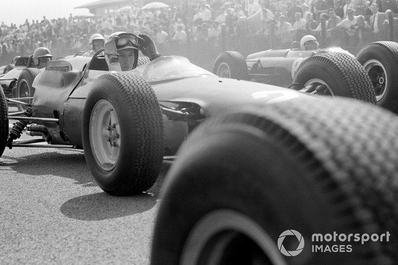 Zandvoort 1964: John Surtees en Richie Ginther op de grid