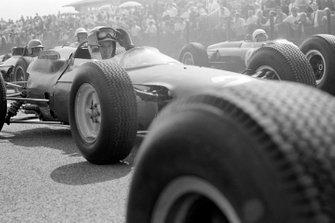John Surtees, Ferrari 158, Richie Ginther, BRM P261