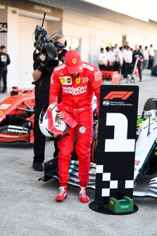 Sebastian Vettel, Ferrari, 2e plaats, in Parc Ferme
