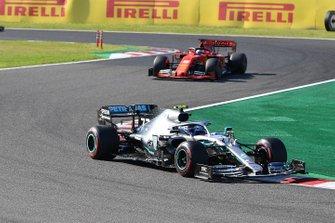 Valtteri Bottas, Mercedes AMG W10, leads Sebastian Vettel, Ferrari SF90