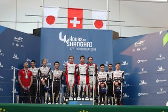 Podium LMP1 : #8 Toyota Gazoo Racing Toyota TS050: Sébastien Buemi, Kazuki Nakajima, Brendon Hartley, #1 Rebellion Racing Rebellion R-13 - Gibson: Bruno Senna, Gustavo Menezes, Norman Nato and #7 Toyota Gazoo Racing Toyota TS050: Mike Conway, Jose Maria Lopez, Kamui Kobayashi