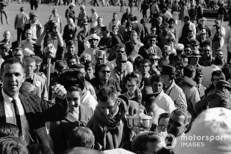 Ken Miles, ganador de las 24 Horas de Daytona de 1966, Lloyd Ruby, Ford MK II