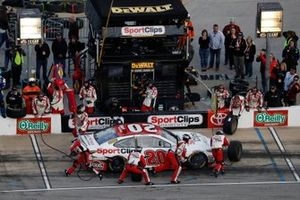 Erik Jones, Joe Gibbs Racing, Toyota Camry Sport Clips, pit stop