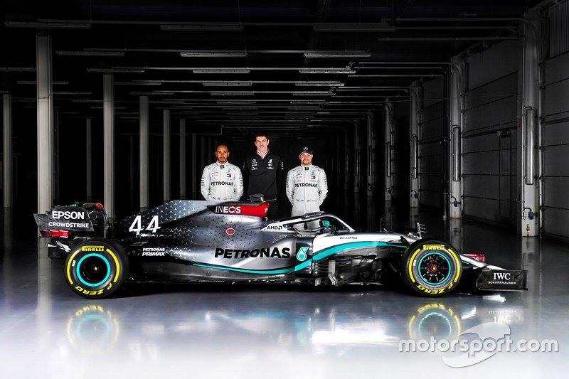 Valtteri Bottas, Lewis Hamilton, Mercedes AMG F1 W11, Toto Wolff, directeur exécutif Mercedes AMG F1