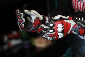Fabio Quartararo, Petronas Yamaha SRT handschoenen detail
