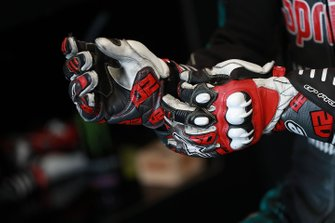 Fabio Quartararo, Petronas Yamaha SRT gloves detail