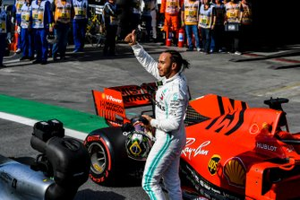 Lewis Hamilton, Mercedes AMG F1, gives fans a thumbs up after Qualifying