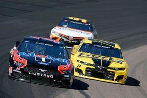 Клинт Боуйер, Stewart-Haas Racing, Ford Mustang и Уильям Байрон, Hendrick Motorsports, Chevrolet Camaro